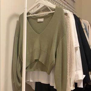 Aritzia babaton slouchy cropped sweater green